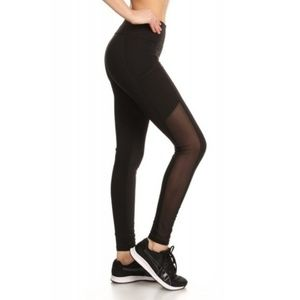 Workout Leggings with Mesh Panels and Phone Pocket